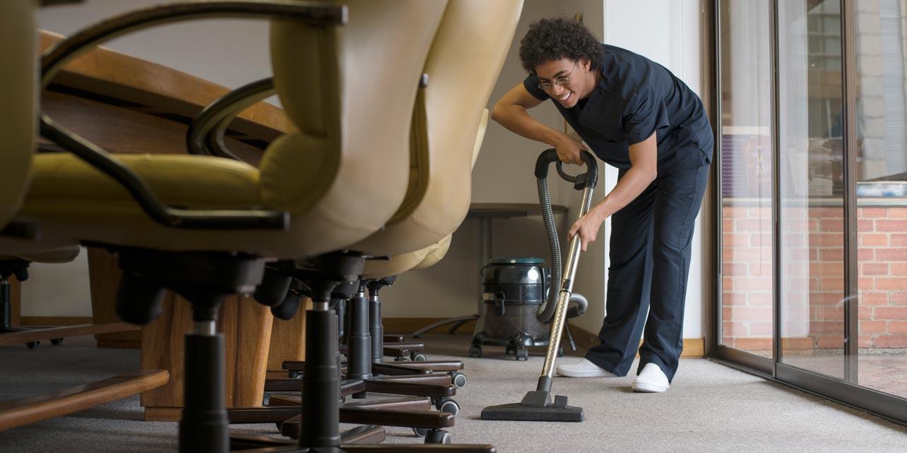 Limpieza de oficinas en Madrid con acabados profesionales
